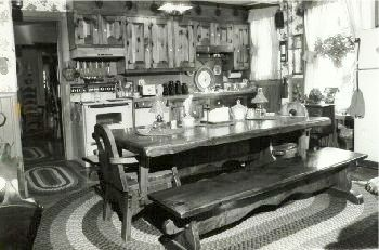 Early American & Colonial Pine Custom Kitchen Cabinetry